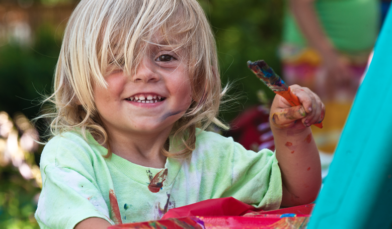 """Детски рисунки върху опаковки на плодови напитки Prisun, даряват за """"SOS Детски селища България"""""""