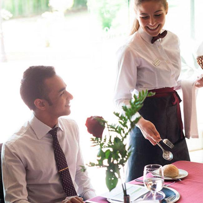 """Презентация на тема """"Швейцарско образование по хотелиерство и туризъм в Испания"""" в София"""